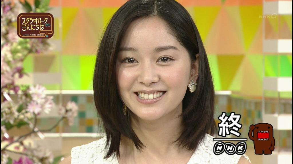 キラキラの笑顔を見せる石橋杏奈
