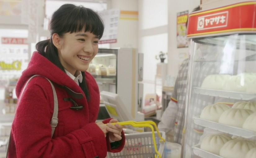 ヤマザキの中華まんを頬張る小島藤子